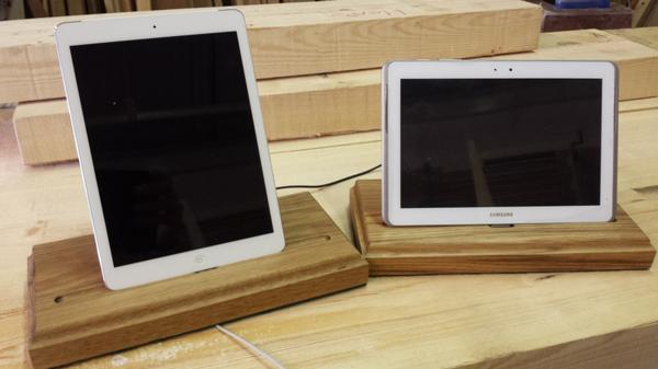 finished-oak-tablet-stand