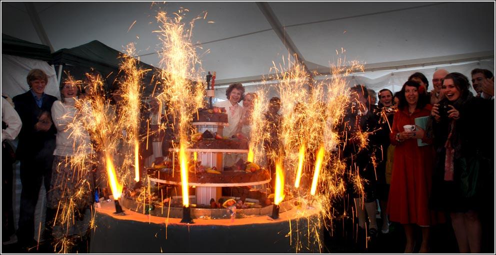 Bendik Sægrov Arduino-powered wedding cake stand