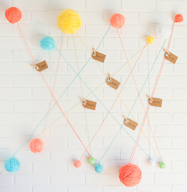 thechicsite_yarn_ball_escort_card_display_01