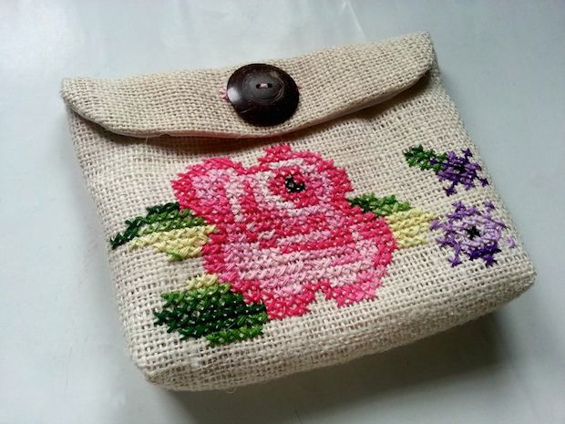 instructables_vintage_inspired_cross-stitch_clutch_01