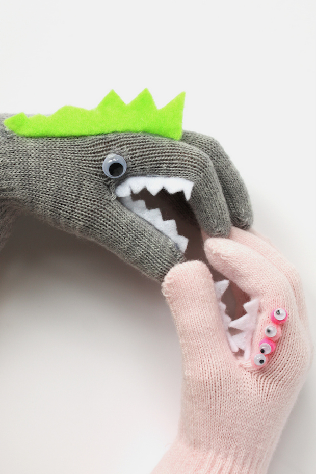 hellonatural_DIY_monster_gloves_01