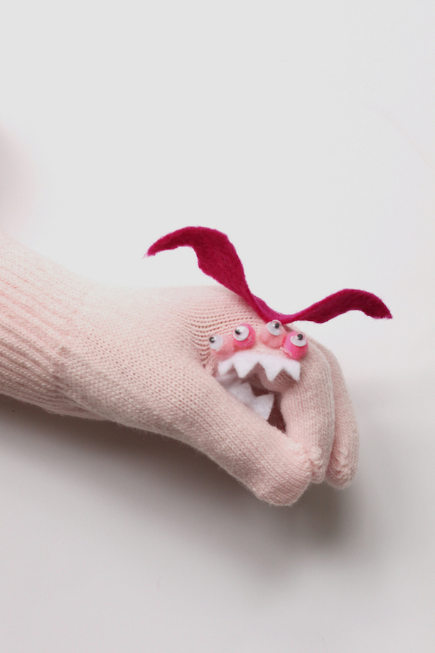 hellonatural_DIY_monster_gloves_02