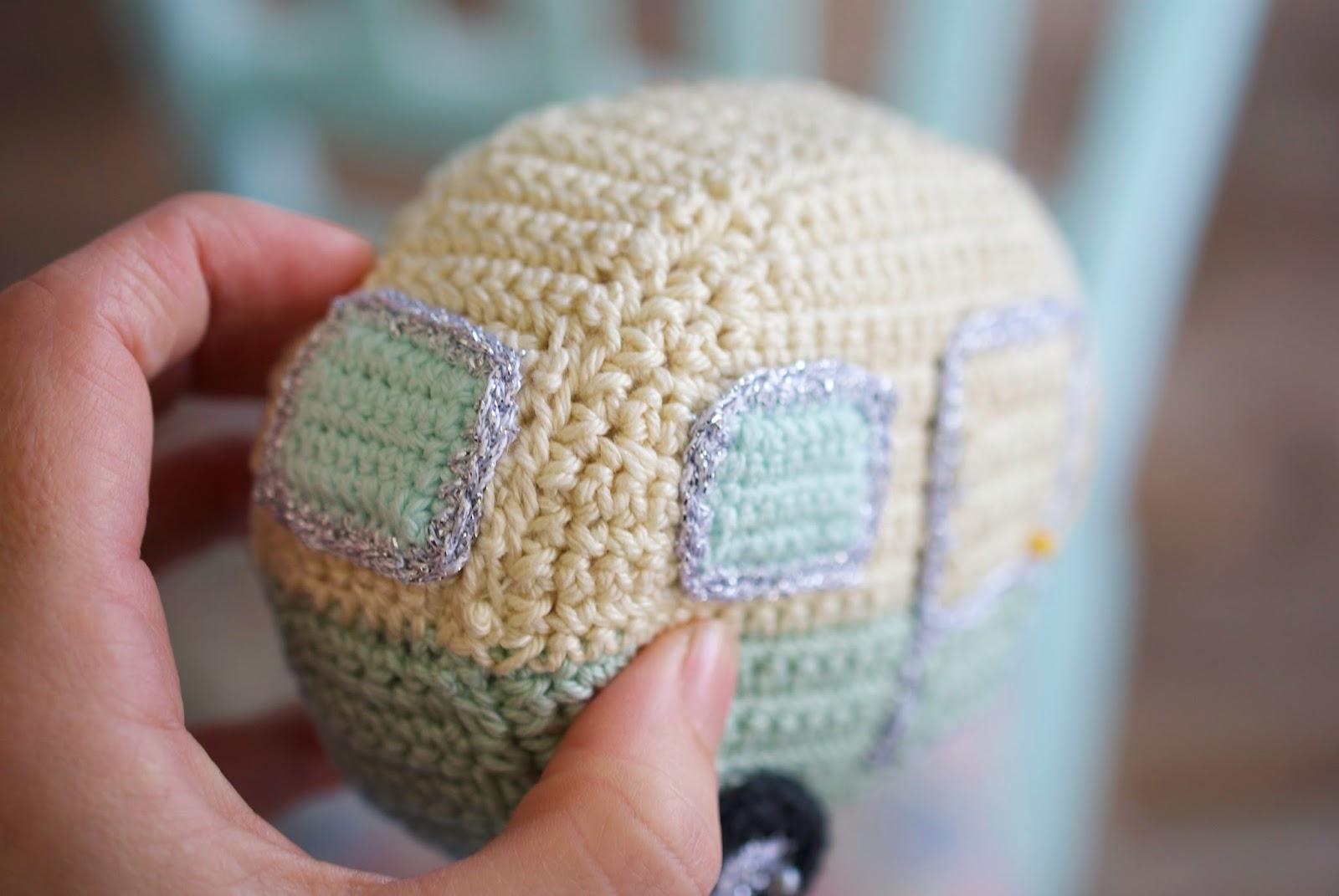 mini-crocheted-caravan-1