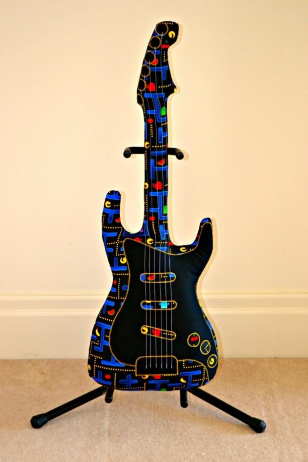 pac-man-guitar-1