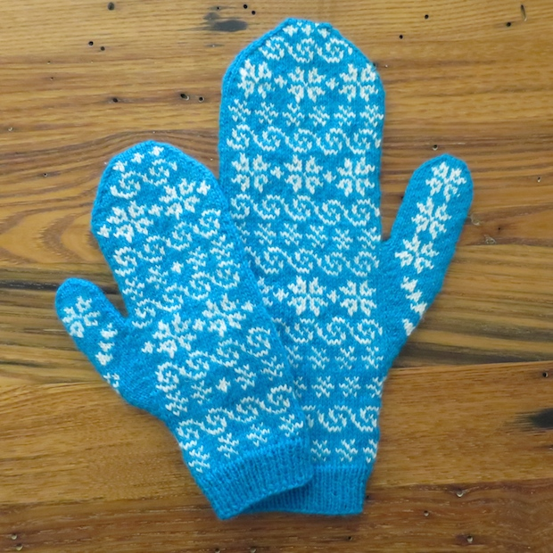 justcraftyenough_frozen-inspired_mommy_and_me_mittens_02