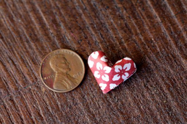 alyssaandcarla_origami_heart_garland_02