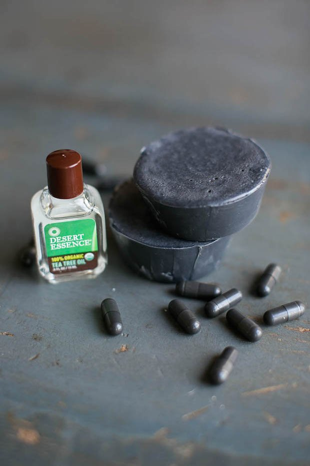 hellonatural_tea_tree_and_activated_charcoal_soap_01